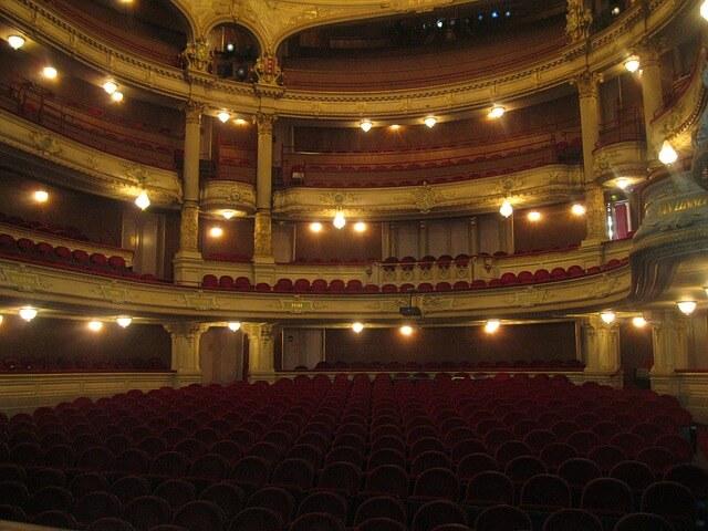 シアター 劇場