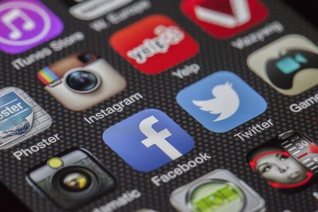 Twitter Facebook Instagram チケット転売違法性なぜ